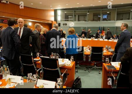 Dietmar Woidke, Angela Merkel u.a. - Treffen der dt. Bundeskanzlerin mit den Regierungschefs der Laender, Bundeskanzleramt, 5. Dezember 2019, Berlin ( - Stock Photo