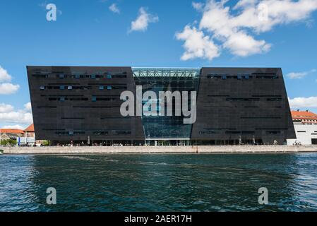 Black Diamond Copenhagen, waterfront view of the Den Sorte Diamant building, a modern extension to the Royal Danish Library in Slotsholmen, Copenhagen. - Stock Photo