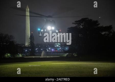Washington, District of Columbia, USA. 10th Dec, 2019. Marine One, with United States President Donald J. Trump aboard, returns to the White House in Washington, DC from Pennsylvania where he spoke at two campaign rallies on Tuesday, December 10, 2019 Credit: Ron Sachs/CNP/ZUMA Wire/Alamy Live News - Stock Photo
