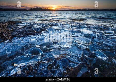 Icy lakeshore and winter sunrise at Årvold in the lake Vansjø in Østfold, Norway. - Stock Photo
