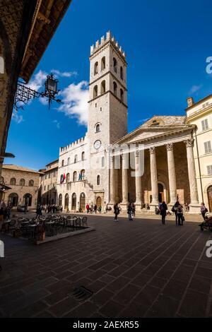 View of the Temple of Minerva and the Palazzo Del Capitano del Popolo, located on Piazza del Comune - Stock Photo