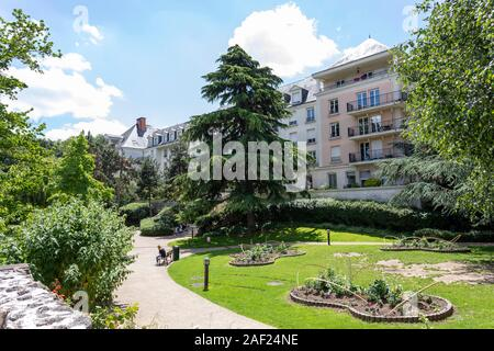 Le Plessis-Robinson (Paris area): real estate, buildings and park of the Town Hall, in the district of Coeur de ville. - Stock Photo