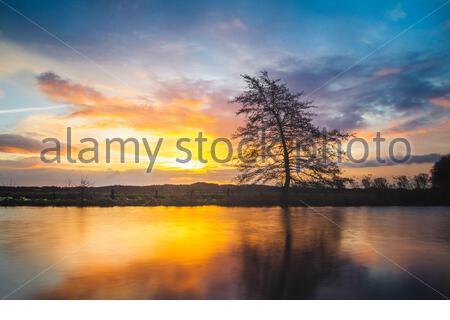 Sonnenaufgang am Fluß Hamme, bei Worpswede im Teufelsmoor. Hammeniederung im Landkreis Osterholz in Niedersachsen. - Stock Photo