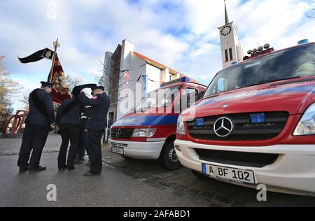 14 December 2019, Bavaria, Neusäß: Members of the fire brigade are standing in front of the parish church St. Ägidius before the beginning of the funeral service for a killed fireman. Photo: Karl-Josef Hildenbrand/dpa - Stock Photo