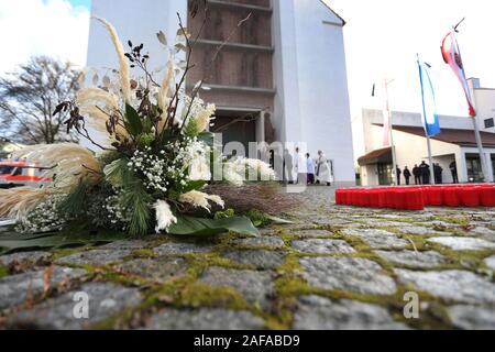 14 December 2019, Bavaria, Neusäß: A bundle of flowers lies at the funeral service for a killed fireman in front of the parish church St. Ägidius. Photo: Karl-Josef Hildenbrand/dpa - Stock Photo