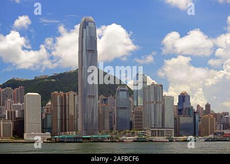 Blick am Morgen von Kowloon auf die Skyline von Hongkong Island und den Hongkong River,  mit Bank of China links und dem IFC 2 Tower rechts, Hongkong, - Stock Photo