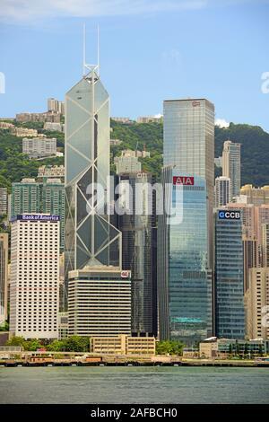 Blick am Morgen von Kowloon auf die Skyline von Hongkong Island und den Hongkong River,  mit Bank of China links, Hongkong, China - Stock Photo