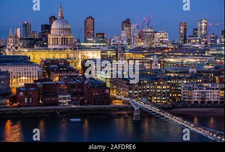 St Paul's Cathedral, Millennium Bridge, River Thames, Nigh Time, London, England, UK, GB.