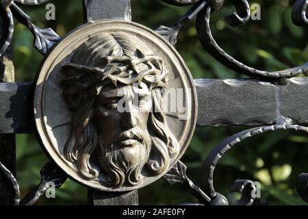 Jesus Christus auf einem Friedhof