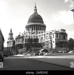 1950s, historical, post-ww2 and an exterior view of St Paul's catherdral, London, England, an Anglican church designed by Sir Christopher Wren and built in the late 17th century. The Cathedral survived the Blitz and was until 1967, the tallest building in London. - Stock Photo