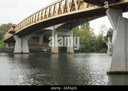 le pont à conflans sainte honorine - Stock Photo