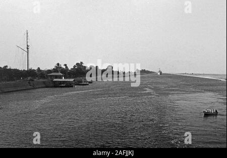 Der Suez Kanal bei Port Said, 1955. Suez Canal near Port Said, 1955. - Stock Photo