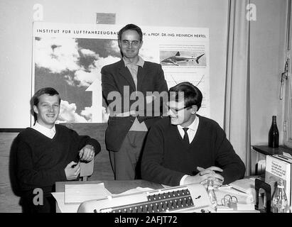 ILTUB (Aerospace Institute) in Berlin: Picture shows assistants in an office. Stock Photo
