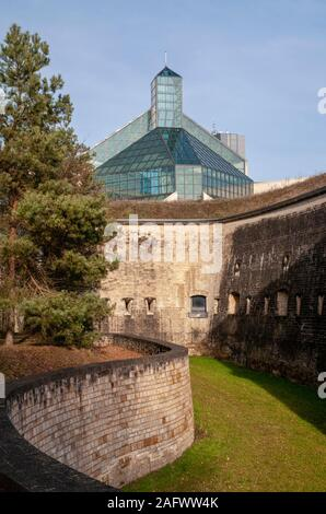 Mudam Museum of Modern Art (Musée d'Art Moderne Grand-Duc Jean) and Fort Thungen in the Kirchberg district, Luxembourg city - Stock Photo