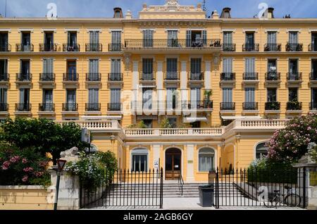 The former Belle Epoque luxury Grand Hotel (1850), converted to luxury apartments c1950, Hyères Var Provence France - Stock Photo
