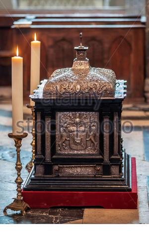 Saint-Antoine-l'Abbaye : reliquary shrine with the relics of Saint Anthony of Egypt, exhibited in the Abbey church for the Ascension Day procession - Stock Photo