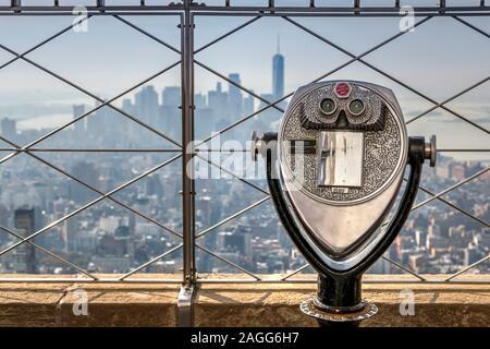 Telescope with blurred Lower Manhattan skyline in the background, Empire State Building's observation deck, Manhattan, New York, USA
