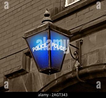 Dixon Of Dock Green type British Blue Police Lamp, Police Station, Grappenhall Road, Stockton Heath, Warrington, Cheshire, England, UK, WA4 2AF - Stock Photo