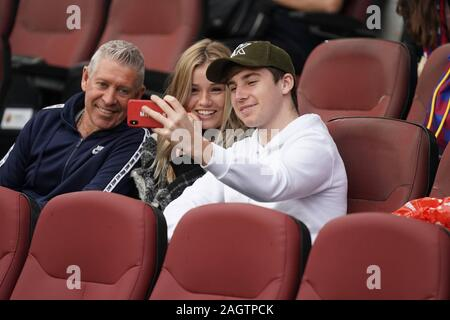 Barcelona, Spain. 21st Dec, 2019. F.C. BARCELONA-ALAVES. LEAGUE FIRST DIVISION SANTANDER, DAY 18 F.C. BARCELONA-ALAVES. IN THE IMAGE Mikky Kiemeney, BRIDE OF Frenkie de Jong, WATCHING THE FOOTBALL PARTY FC BARCELONA - ALAVES Credit: CORDON PRESS/Alamy Live News Credit: CORDON PRESS/Alamy Live News - Stock Photo