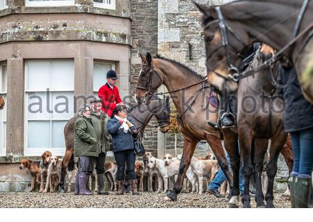 Midlem, Melrose, Scottish Borders, UK. 7th December 2019. The Zetland Hunt, which once covered most of Yorkshire, at a joint meet in the Buccleuch Hun - Stock Photo