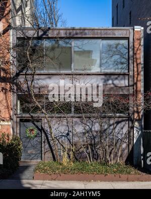 Cor-ten steel modernist house in the Lincoln Park neighborhood - Stock Photo