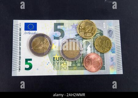 in Germany the Minimum wage (Translation = Mindestlohn) ascends in 2020 up to 9,35 euro - Stock Photo
