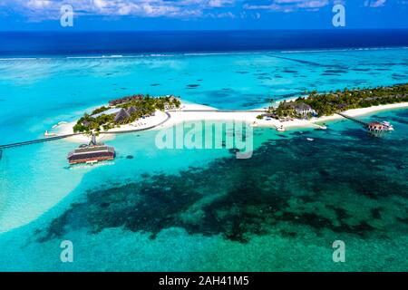 Maldives, South Male Atoll, Kaafu Atoll, Aerial view of resorts on island
