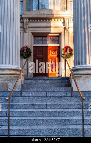 Steps leading to Saint Nicholas Greek Orthodox Cathedral, founded in 1906 in the Oakland neighborhood of the city, Pittsburgh, Pennsylvania, USA - Stock Photo