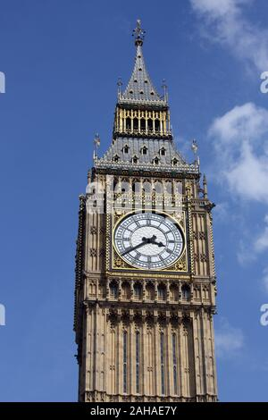 24.05.2017, London, , Great Britain - Elizabeth Tower, formerly also Big Ben. 00S170524D012CAROEX.JPG [MODEL RELEASE: NO, PROPERTY RELEASE: NO (c) car - Stock Photo