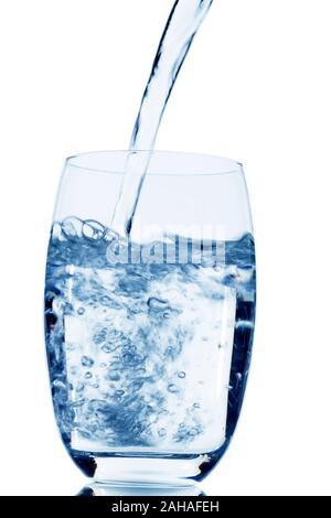 Ein  Glas mit Wasser vor weissem Hintergrund, Symbolfoto für Trinkwasser, Wasserbedarf und Verbrauch, Glas, - Stock Photo