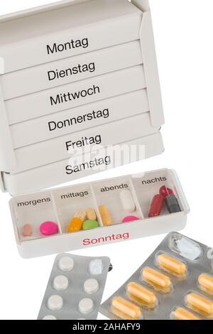 Verschiedene Tabletten, Kosten, Geld, Euro, Gesundheitswesen, Krankenhasse, Medizin, Pillen, Tablettenbox, - Stock Photo