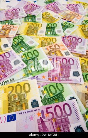 Viele verschiedene Euro-Geldscheine  Symbolfoto für Reichtum und Geldanlage. - Stock Photo