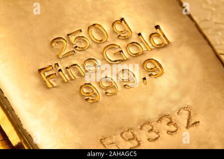 Gold als Wertanlage, in Barren und Münzen - Stock Photo