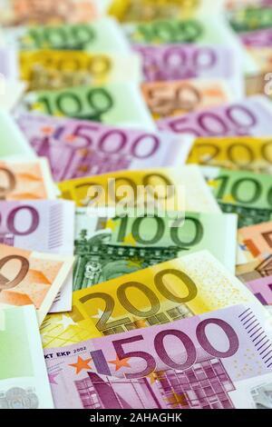 Viele verschiedene Euro Geldscheine und Münzen, Symbolfoto für Reichtum und Geldanlage. - Stock Photo