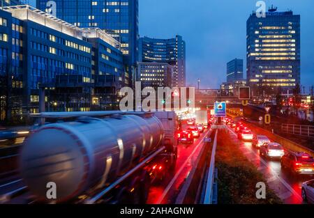 28.11.2019, Essen, North Rhine-Westphalia, Germany - Trucks on the A40 motorway during rush hour traffic in Essen city centre. 00X191128D053CAROEX.JPG - Stock Photo
