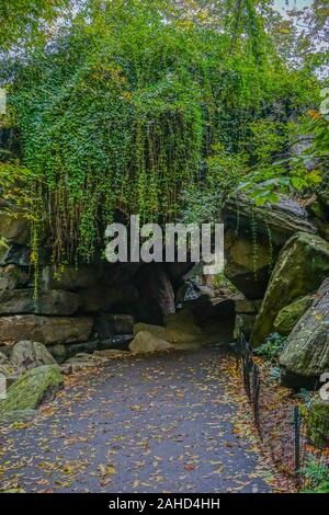 New York, NY, USA: Vines over the Huddlestone arch in the North Woods section of Central Park. - Stock Photo