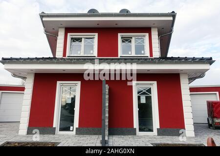 Doppelhaushälfte zu verkaufen und zu vermieten, Weilerswist, Nordrhein-Westfalen, Deutschland - Stock Photo