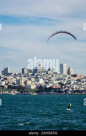 Kite surfer in San Francisco Bay - Stock Photo