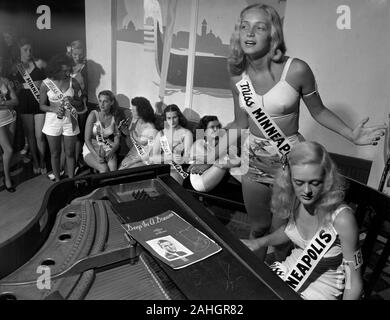 Contestants in the Miss Minnesota Beauty Pageant, 1946 - Stock Photo