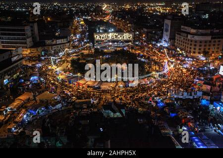 Baghdad, Iraq. 31st Dec, 2019. Iraqi people gather at Tahrir Square to celebrate the 2020 New Year's Eve. Credit: Ameer Al Mohmmedaw/dpa/Alamy Live News - Stock Photo