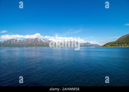 Beautiful coastal landscape outside the village of Oksfjord in Loppa municipality in Finnmark, Norway. - Stock Photo