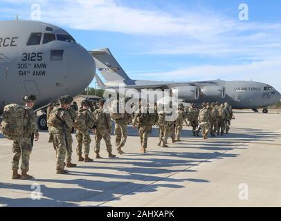 Fayetteville, United States. 01 January, 2020. U.S. Army Paratroopers with the 82nd Airborne Division, line up to load onto transport aircraft at Pope Army Airfield January 1, 2020 in Fayetteville, North Carolina. The Immediate Response Force is being deployment to Baghdad following violent protesters that attacked the U.S. Embassy compound.  Credit: Capt. Robyn Haake/Planetpix/Alamy Live News - Stock Photo
