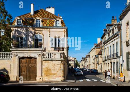 France, Côte-d'Or (21), Cultural landscape of Burgundy climates classified as World Heritage by UNESCO, Dijon, mansion rue de la Prefecture - Stock Photo