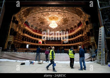 Prague, Czech Republic. 19th Dec, 2019. Journalists and photographers take photos of the interior of the State Opera during the reconstruction in Prague, Czech Republic, December 19, 2019. Credit: Katerina Sulova/CTK Photo/Alamy Live News - Stock Photo