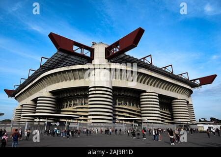 Milan, Italy. 21 September, 2019: General view of Giuseppe Meazza stadium, also knows as San Siro, ahead of the Serie A football match between AC Milan and FC Internazionale. FC Internazionale won 2-0 over AC Milan. Credit: Nicolò Campo/Alamy Live News - Stock Photo