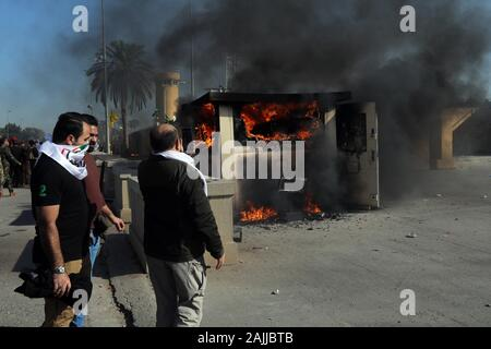 Beijing, China. 31st Dec, 2019. Protesters set fire to a guard room outside the U.S. embassy in Baghdad, Iraq on Dec. 31, 2019. Credit: Khalil Dawood/Xinhua/Alamy Live News - Stock Photo