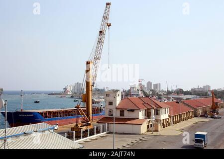 Blick vom Seetor,Teil der Venezianischen Stadtmauer, auf den Hafen, Famagusta, Türkische Republik Nordzypern