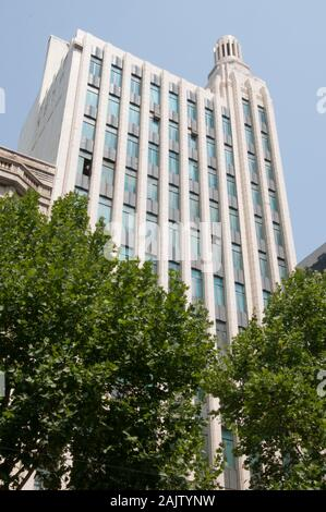 Melbourne's Century Building (1938-1940) on Swanston St was created by architect Marcus Barlow in a vertical Streamline Moderne style - Stock Photo