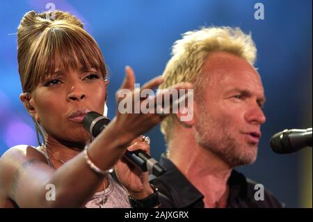 Verona Italy 09/20/2003, Arena : Mary J. Blige with Sting in concert during the 'Festivalbar 2003' musical event. - Stock Photo