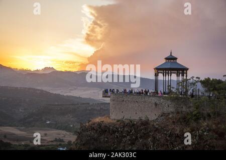 Provinz Malaga/Ronda: 'Mirador de Ronda', Aussichtspunkt am Rande eines Felsens, Andalusien   usage worldwide